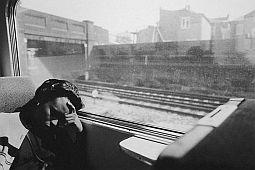 slapende-vrouw-in-trein-zw.jpg